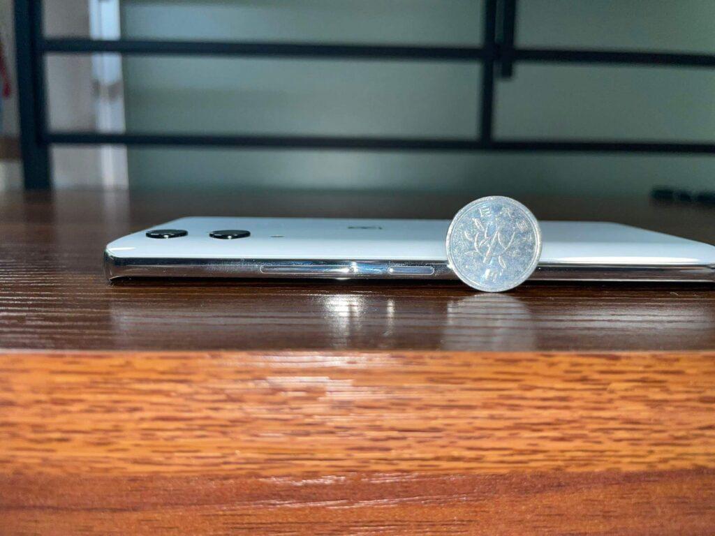 楽天ハンドの厚みは1円玉の半分程度